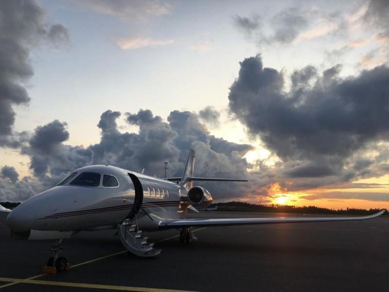 https://baycrestwealth.com/wp-content/uploads/2021/06/plane.jpg